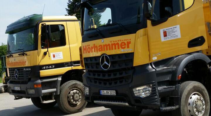 LKW's von Tiefbau Hörhammer bei Erding